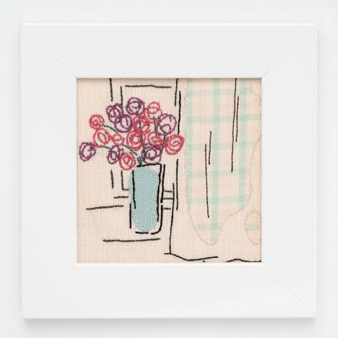 B10 窓辺の花とカーテン