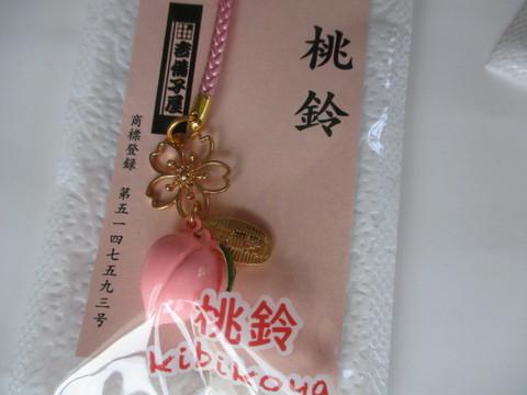 枠にした桜と桃鈴