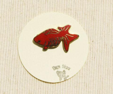 メタル七宝 ピンブローチ 赤『見上げる金魚』