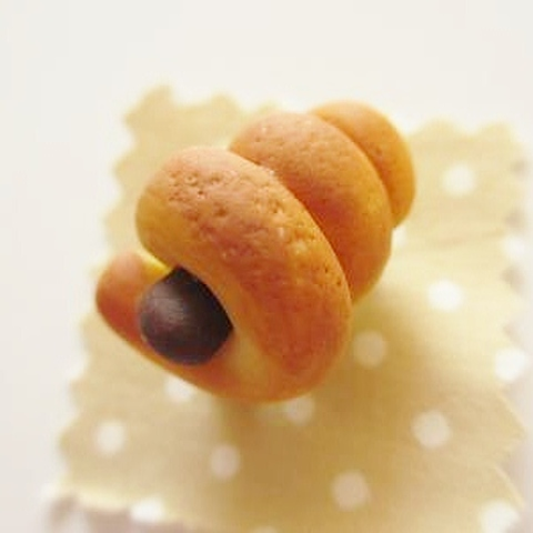 チョココロネパンブローチ