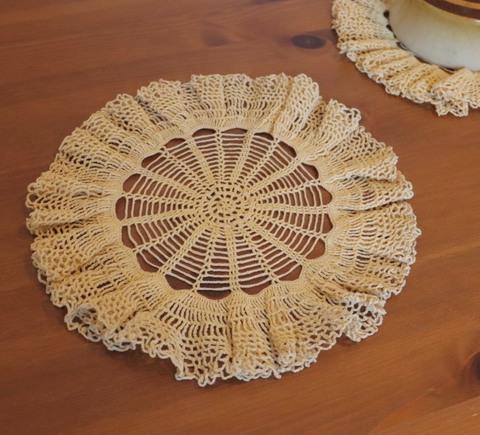 刺繍編みのドイリー
