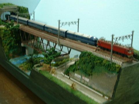 ●ロングジオラマ3 複線トラス鉄橋とトンネル、踏切のある風景