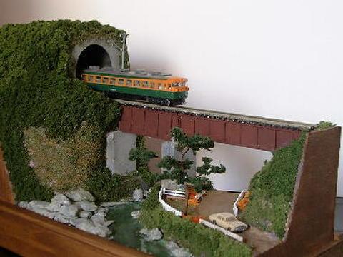 ミニらま8 渓流とダブルデッキガ-ダ-鉄橋のある風景