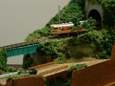 ミニらま1-1    小渓谷とトンネルのある鉄道風景