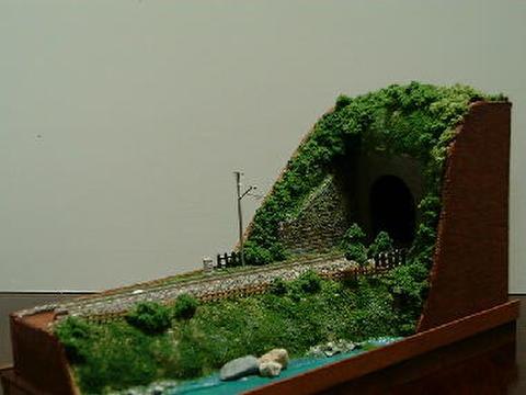 感謝01  トンネルと川のある風景1.