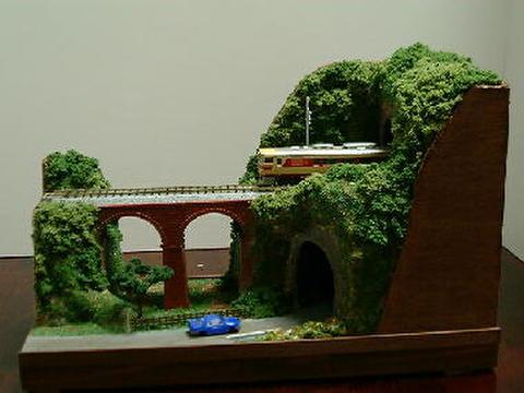 感謝03  めがね橋とトンネルのある風景