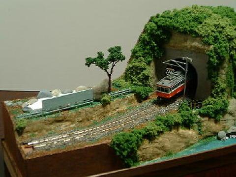 感謝04  露天風呂と川とトンネルのある風景