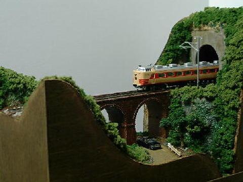 感謝08  めがね橋とトンネル、山道のある風景