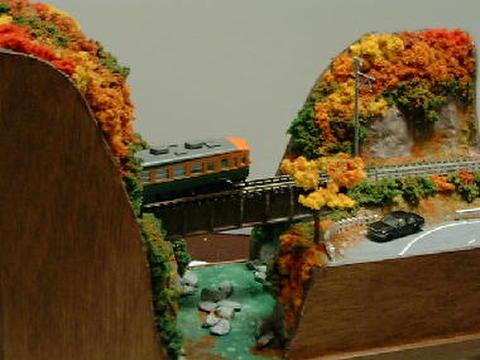 感謝19  紅葉の渓谷とガ-ダ-鉄橋のある風景