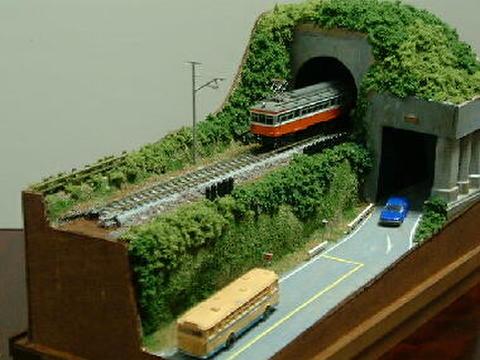 ミニらま2     山あいのロ-カル線と隧道のある鉄道風景