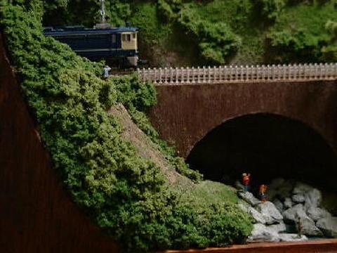 ミニらま5 渓谷とア-チ橋、トンネルのあるロ-カル線情景
