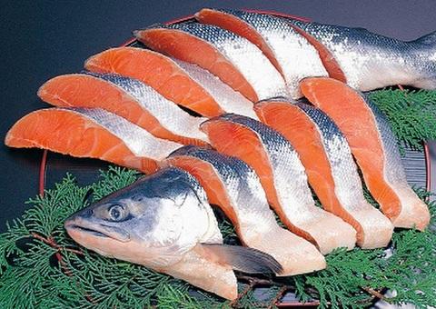 北洋産紅鮭半身切身といくら正油漬 (250g) のセット