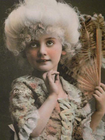 アンティークポストカード ロココ調の貴婦人に仮装する少女