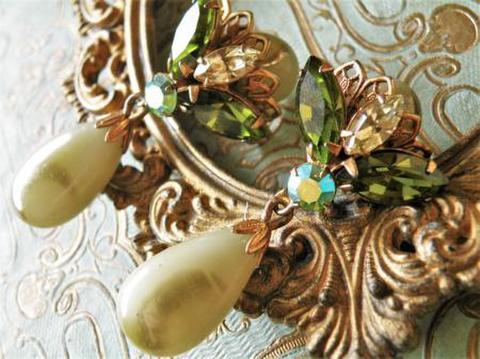 ヴィンテージ フィリグリーが美しい天然石風ドロップイヤリング