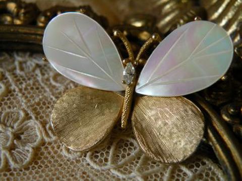 マザーオブパール R.Mandle/マンドル 蝶々の可憐なマッドゴールドトーンブローチ