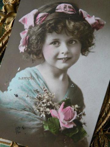アンティークポストカード ピンクリボンとピンクの薔薇の少女