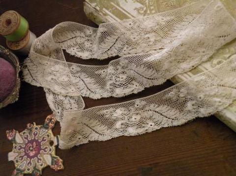 アンティーク 手刺繍箇所のあるヴァレンシエンヌスカラップレース