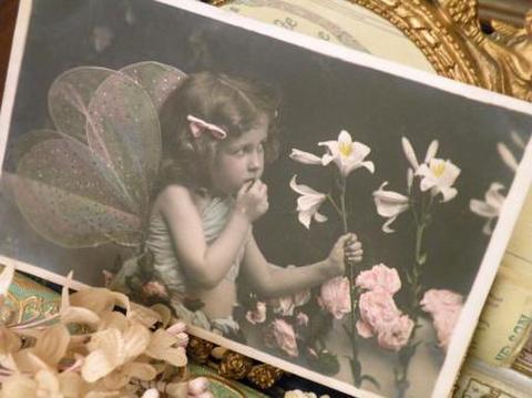 アンティークポストカード しぐさが愛らしいな妖精の少女B