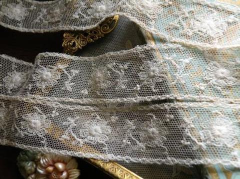 選べる長さ2種 アンティーク英国製 お花の刺繍のボーダーチュールレース
