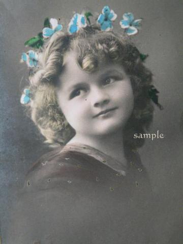 アンティークポストカード 青いお花の冠の少女