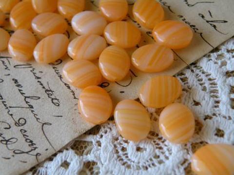 ヴィンテージ チェコ製 オバール型 キャンディーみたいなオレンジのビーズ