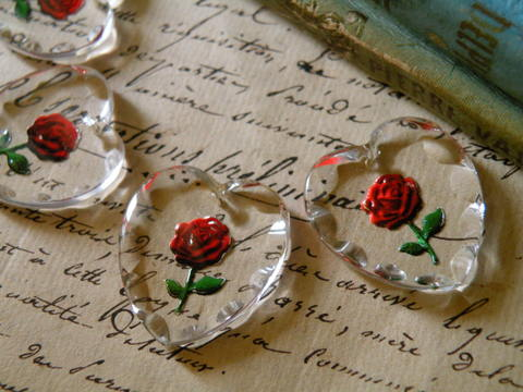 *再入荷*ヴィンテージ ドイツ製 二輪の赤い薔薇ハート インタリオペンダント