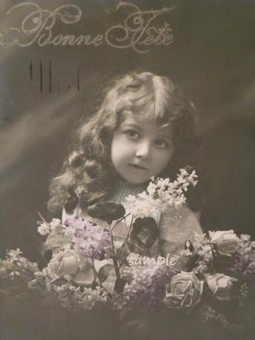 アンティークポストカード お花に囲まれたカーリーヘアの少女