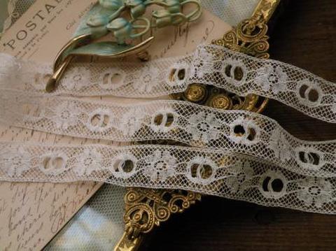 アンティーク 仏製 バックル型リボンホール お花柄細ヴァレンシエンヌレース