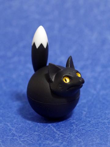 揺れ球キツネ(黒狐)