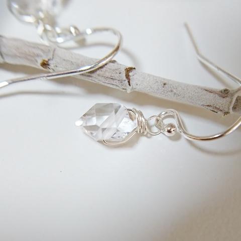 cuillere sv925ニューヨーク産ハーキマーダイヤモンドの原石ひと粒ピアス シルバー925 フックピアス アレルギー対応イヤリング変更可能 定形外郵便送料無料