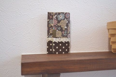 ブラウン花柄×ドット4連キーケース