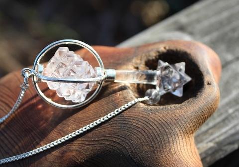激レア! 手彫り天然水晶マカバ&多面体キューブ付き ペンジュラム