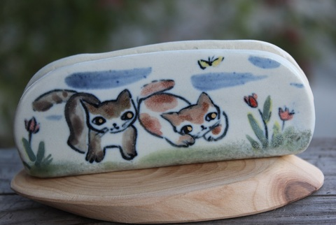 キュートな1点もの! 手びねり猫カード立てA(陶器製)