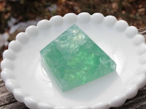 癒しの色合い グリーンフローライト ピラミッド