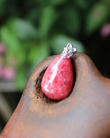 セール特価! あでやか! 薔薇の貴婦人 ロードナイト(薔薇輝石)大粒ペンダント