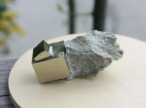 セール特価! 美結晶! パイライト(黄鉄鉱) 母岩付き結晶原石B