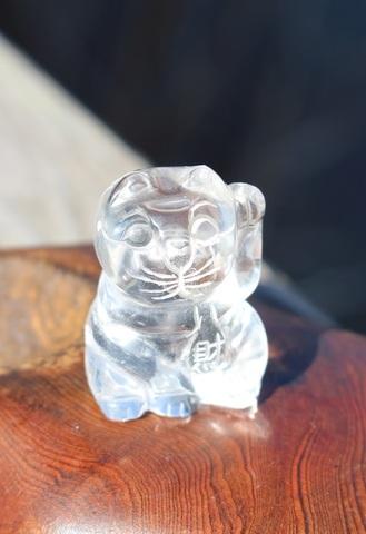 縁起物! 天然水晶手彫り招き猫(千客万来・縁結び)