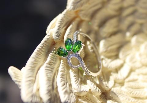 エメラルドの輝き! 宝石質 クロムダイオプサイト リング