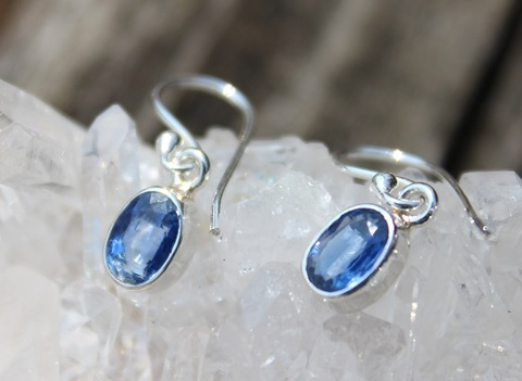 高貴なるサファイアブルー 宝石質カイヤナイト&シルバー ピアス