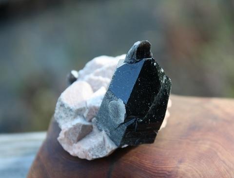 セール特価! レア! モリオン(黒水晶)天然ポイント 母岩付き