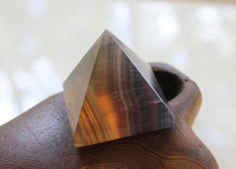 ダークカラー レインボーフローライト ピラミッド