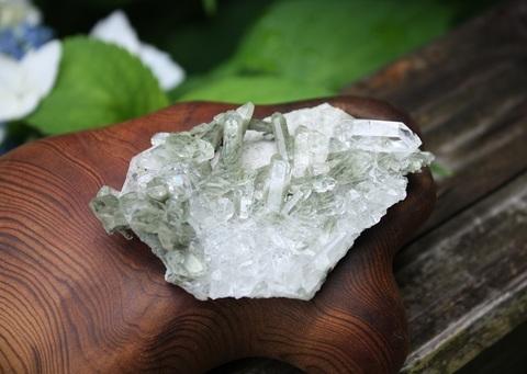 レインボー入り! クローライト水晶 原石ミニクラスター