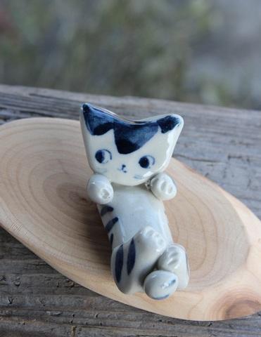 キュートな1点もの! 手びねり猫(両手招き)箸置きC(陶器製)