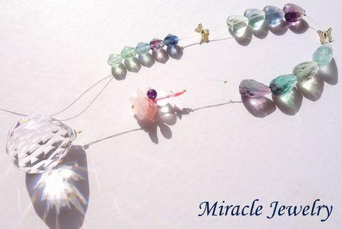 キラキラ!総天然石、発色の石「天使のフローライトサンキャッチャー」