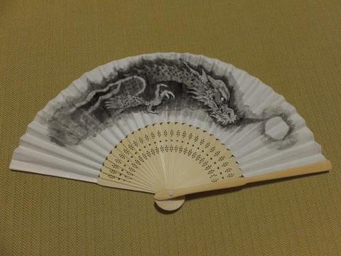 龍 扇子 手描き