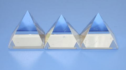 【A+】グレード天然水晶ピラミッド25mm