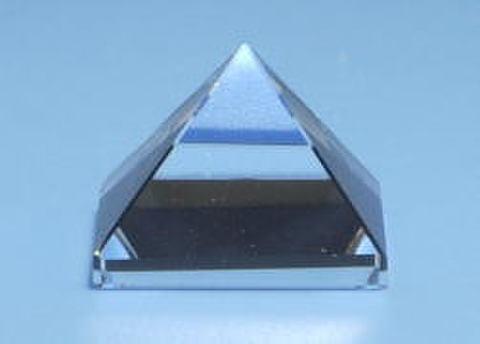 【A+】天然水晶ピラミッド15mm