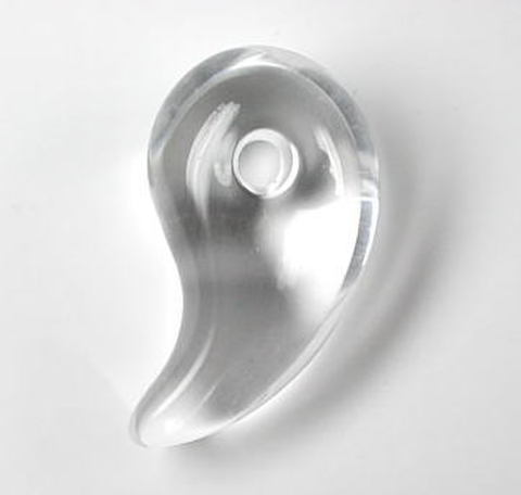 天然水晶【HG】勾玉[ML](ポーチ・革ひも付き)