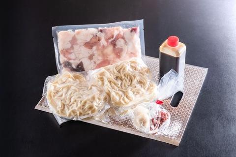 新登場!もつ鍋セット2〜3人前(ちゃんぽん麺2個付き)