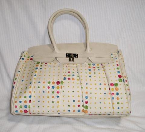 ドット柄のハンドバッグ 白色